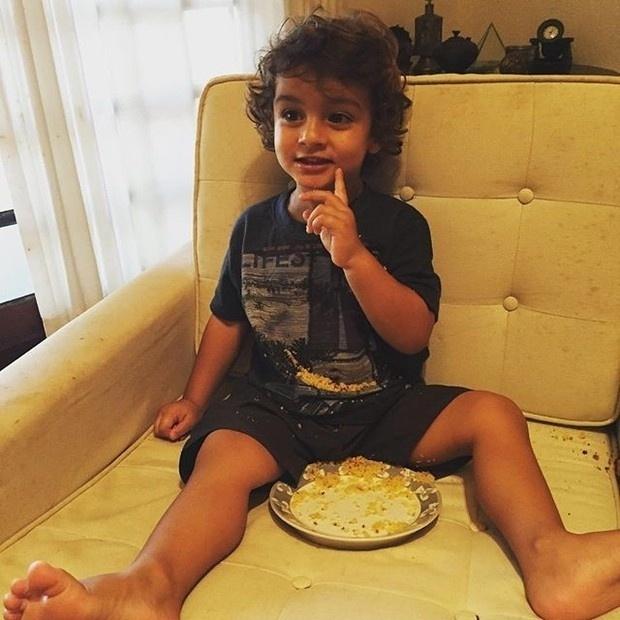 """24.mar.2016 - Este fofo da foto é o irmão de Sasha, David, de 2 anos. O gatinho é filho do ator Luciano Szafir, que postou foto da cria no Instagram. """"Pequeno"""", escreveu o papai coruja na legenda"""