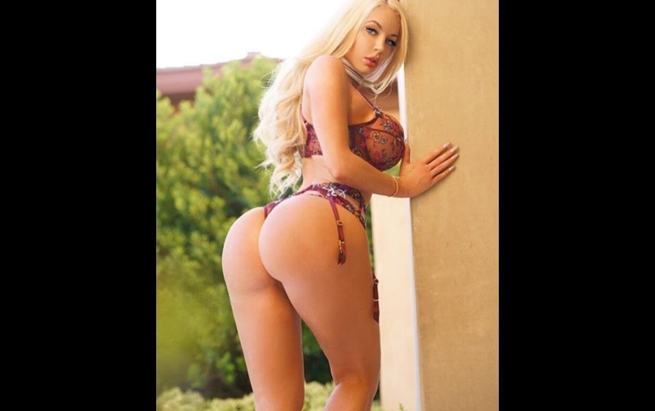 3.ago.2017 - Dona de um corpo escultural, com 59 kg distribuídos em 1,80 m de altura, a atriz pornô Nicolette debutou na indústria de filmes pornô no início de 2017