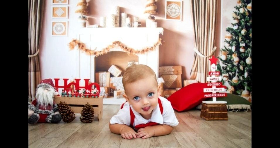 Lipe está curtindo o clima de Natal segundo o papai Felipe Rodrigues e a mamãe Michelle Leal, do Rio de Janeiro (RJ)