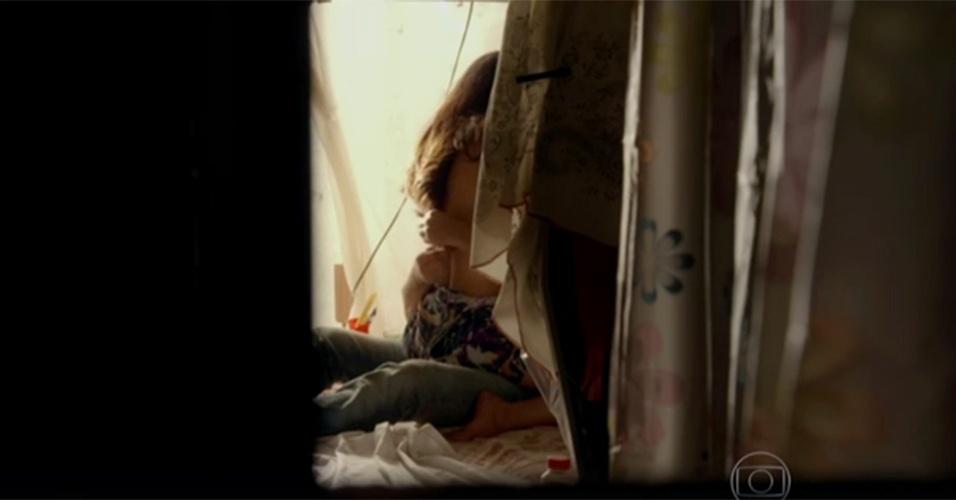 """1.set.2015 - Juliano, personagem vivido pelo ator Cauã Reymond em """"A Regra do Jogo"""", saiu da cadeia após quatro anos e, para matar a saudade de Tóia (Vanessa Giácomo), viveu cenas quentes na cama com a amada já no primeiro capítulo da trama de João Emanuel Carneiro, exibido na segunda-feira (31), na Globo"""
