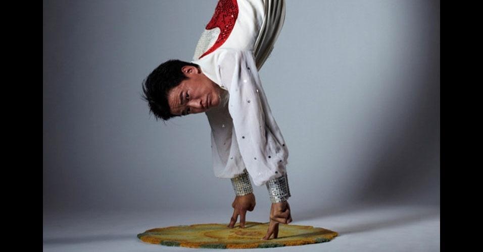 6. Por quanto tempo você consegue ficar de cabeça para baixo apoiado nas mãos? O chinês Wang Weibao ficou 19,23 segundos, mas apoiado em apenas dois dedos em cada mãos