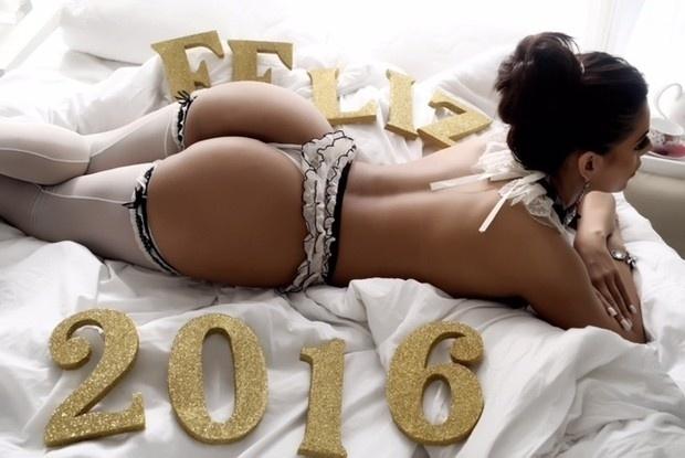 26.dez.2015 - Suzy Cortez, a grande vencedora do Miss Bumbum 2015, posou de lingerie em ensaio inspirada na chegada do Ano Novo. Com o bumbum em evidência, a gata provou o merecimento na coroação do concurso de beleza realizado neste ano. Alguém discorda?