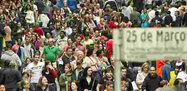 A rua 25 de Março, em São Paulo - Reprodução/Eduardo Knapp/Folhapress