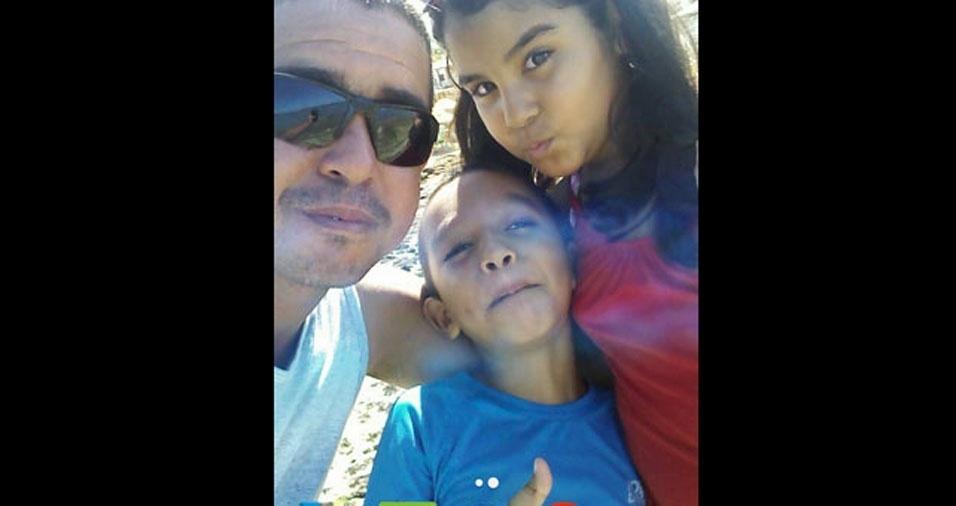 Paulo Carvalho com os filhos Lucas e Letícia
