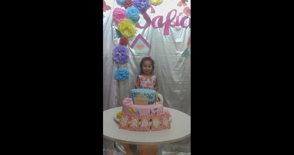 Ester enviou foto da filha Sofia, de três anos