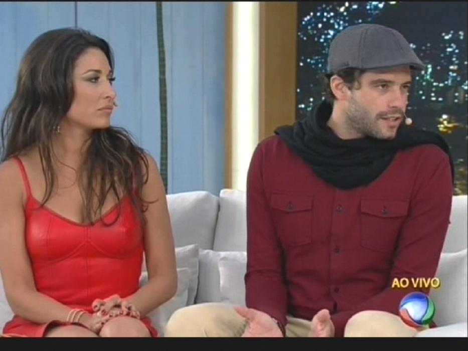 """17.ago.2015 - Xuxa entrevista os atores de """"Os Dez Mandamentos"""" na estreia do """"Programa Xuxa Meneghel"""""""