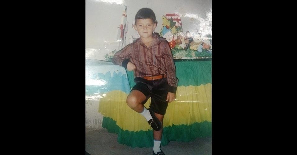 O Ronaldo Marques era um garotinho e já fazia pose na festa de aniversário. Ele tinha seis anos em 1996, e, 21 anos depois, continua sendo um bom menino!