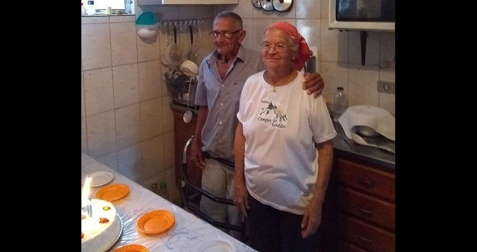 """João Marques Sampaio com a mãe, dona Severina Henrique Sampaio, de São Paulo (SP): """"Amo tanto minha mãe como meu pai, eles me deram a benção da vida"""""""
