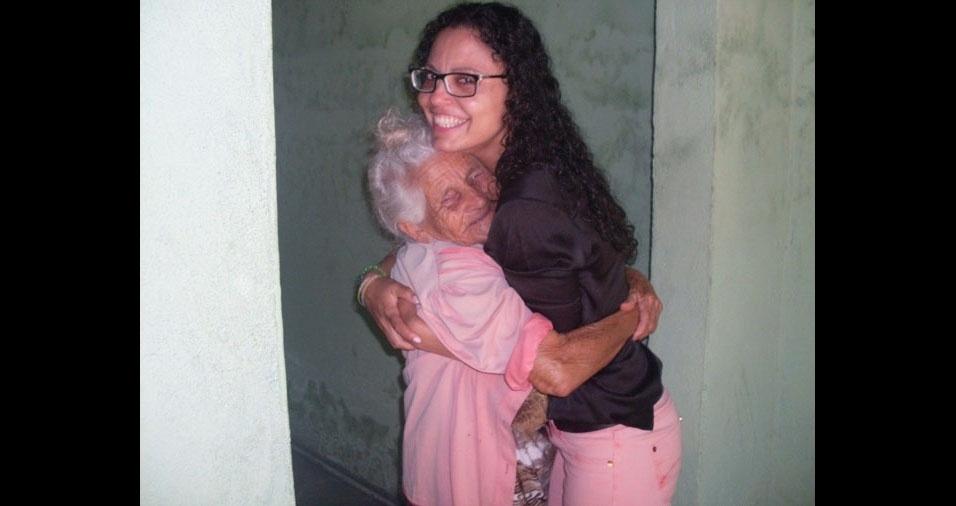 Viviane Rodrigues da Silva, de Inhambupe (BA), com a avó Antônia Rodrigues da Silva, que mora em Maceió (AL)