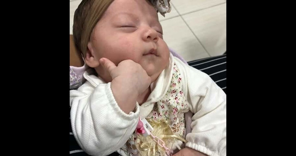 """""""Esta é a mais nova princesa da casa, que veio para alegrar mais os nossos corações: Emanuelle Vitória"""", conta o papai Winderson de Jesus Costa, de São Paulo (SP)"""