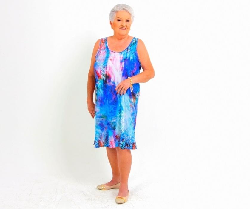 8.abr.2016 ? Com camisão estampado, Jandira, de 76 anos, mostra que está com tudo em cima