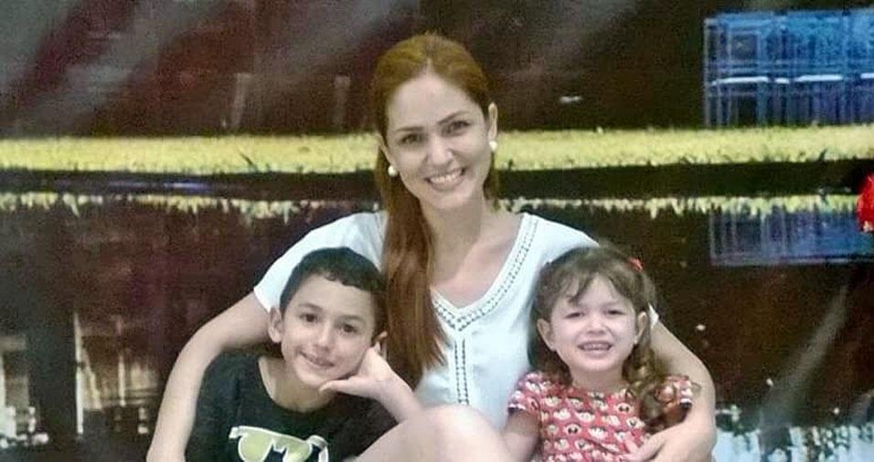 Amanda posa com os filhos Caio e Alice. Eles são de Tremembé (SP)