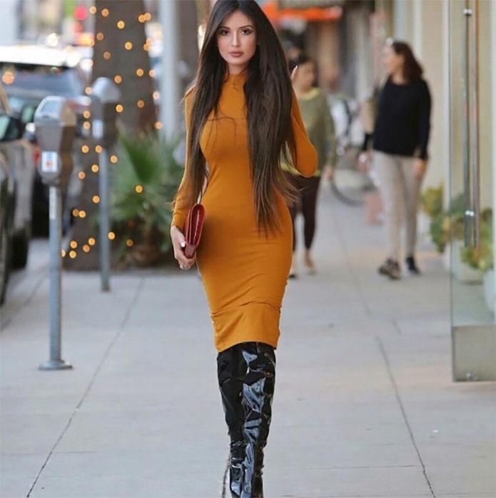 15.mai.2017 - Conhecida como Susi Humana, por sua semelhança com a boneca, Jennifer Pamplona agora quer ficar com o bumbum parecido com o da socialite Kim Kardashian