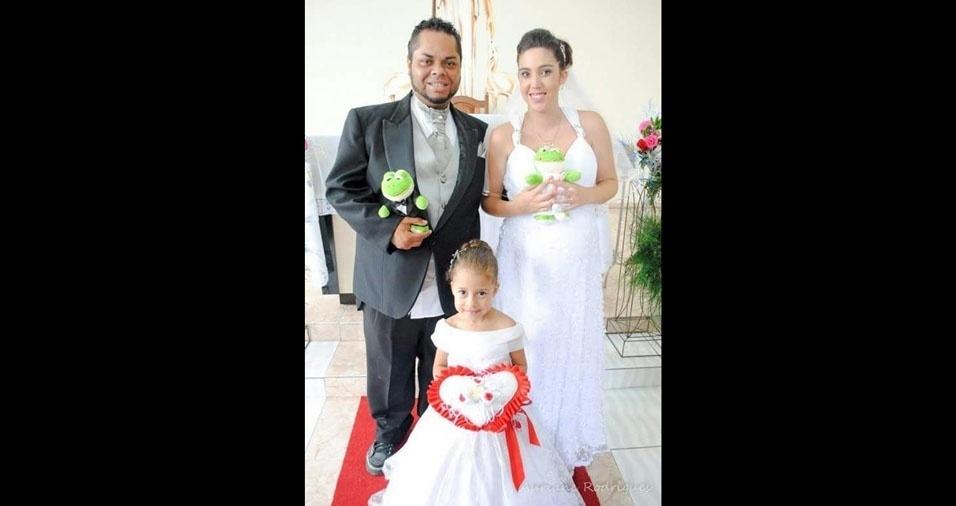 Denis Fábio Gomes Almeida e Daniela Laura Gomes Aires se casaram em 13 de dezembro de 2014, na Comunidade Nossa Senhora Aparecida, em Embu das Artes (SP)