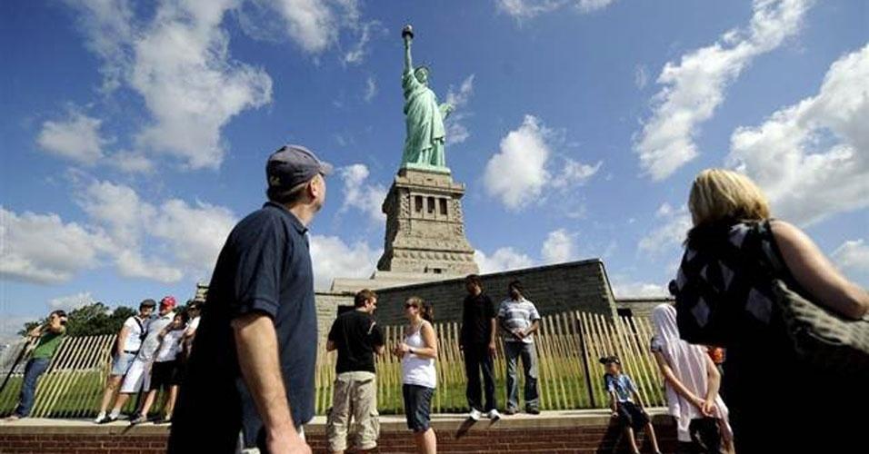 16. A estátua recebe entre 3 ou 4 milhões de visitas por ano.