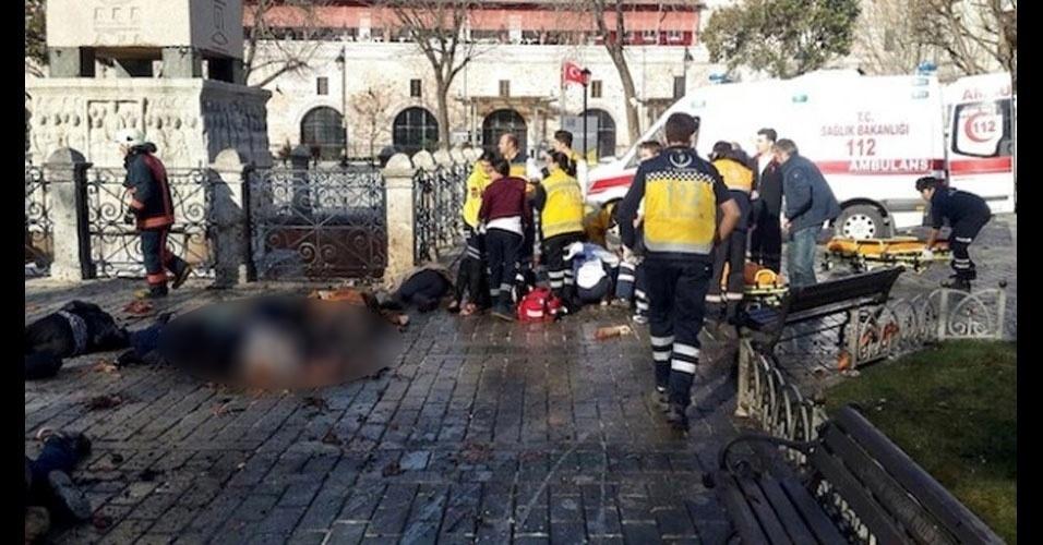 Istambul, Turquia: em 12 de janeiro, um atendado suicida a bomba matou 11 pessoas, todas estrangeiras. O autor pertencia ao grupo terrorista Estado Islâmico