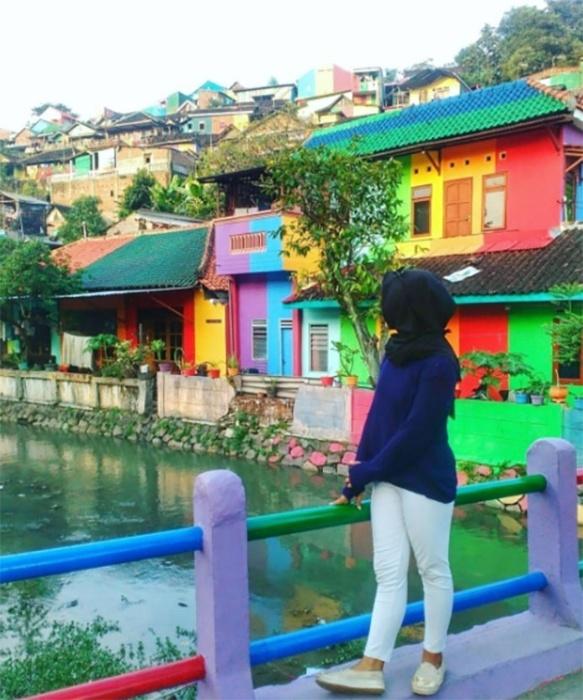 """18.mai.2017 - No Instagram, por exemplo, a hashtag  #kampungpelangi viralizou rapidamente com imagens da """"vila arco-íris"""""""