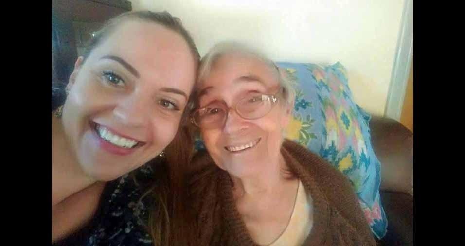 Tânia Bettini com a avó Dirce Simonetti,de 87 anos. Elas moram em Boituva (SP)
