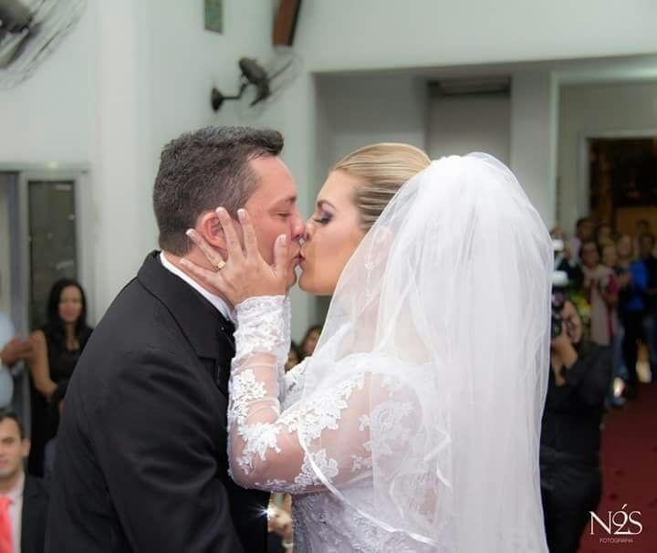 Pamela Nahiara Ribeiro e Fabiano Acris, em 24 de maio de 2014, na Igreja Brasileira da Penha (RJ)