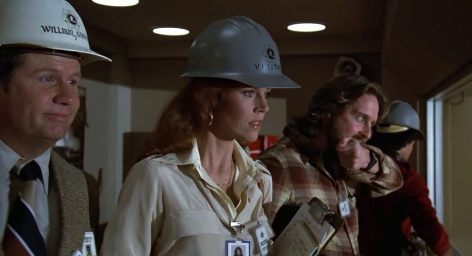 """1979 - Em """"A Síndrome da China"""", Jane Fonda interpretou uma repórter investigativa atrás da suspeita de encobertamento de um risco de segurança em uma usina nuclear. A atuação rendeu mais uma indicação ao Globo de Ouro e ao Oscar, além da premiação no Bafta na categoria de melhor atriz"""