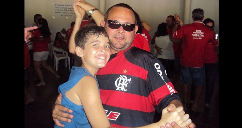 Anderson com o papai Fábio, de Brumadinho (BA)