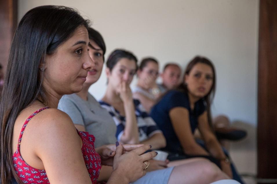 Grupo Sobre Viver. Durante um dos encontros do grupo, em Campinas, mãe explica que o fato dela contar sua história uma, duas, três, quatro vezes, fez com que ela, aos poucos, parasse de chorar ao relembrar a perda do filho