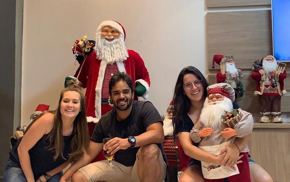 Raquel , Micaela e Adrian , de Socorro (SP), mostram sua decoração de Natal