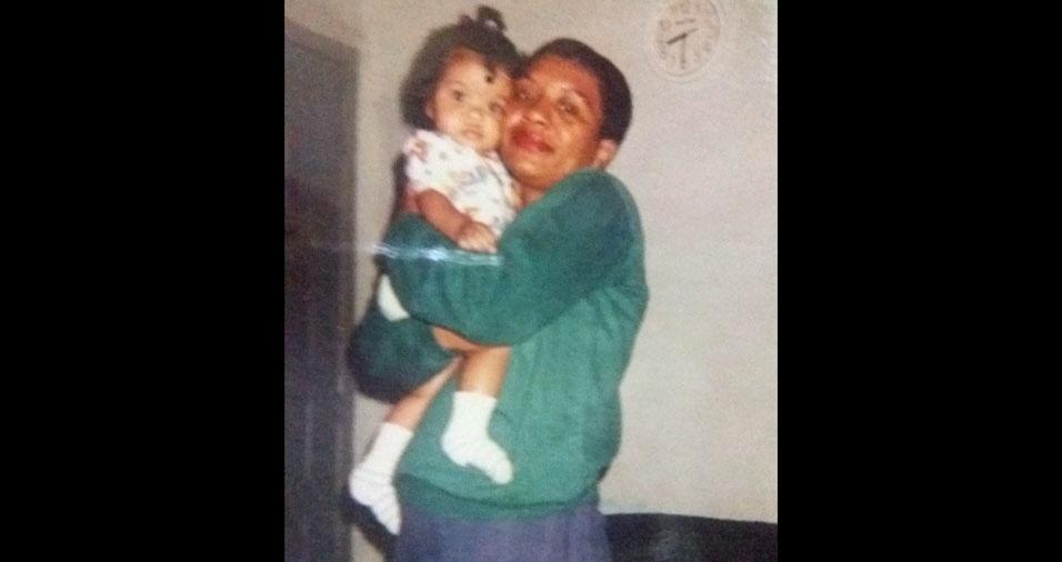 Selma Ribeiro, 53 anos, de Duque de Caxias (RJ), conta que, em 1996, se dedicava a cuidar da filha Gyselle, que tinha apenas sete meses quando esta foto foi registrada