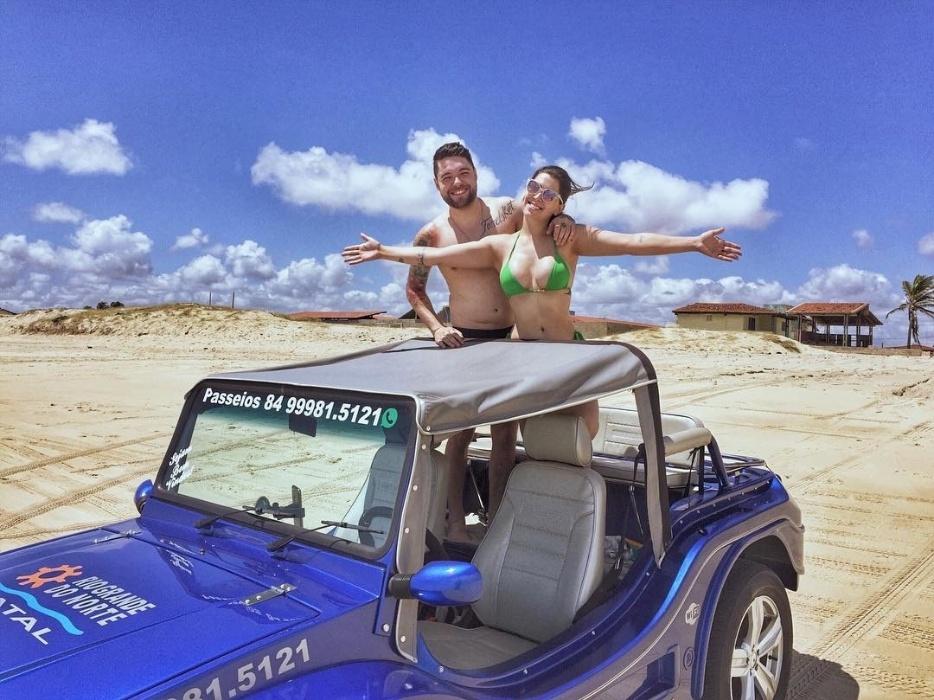 """Dez.2016 - Casal """"Nadessa"""" em foto de viagem pelas areias de Natal (RN)"""