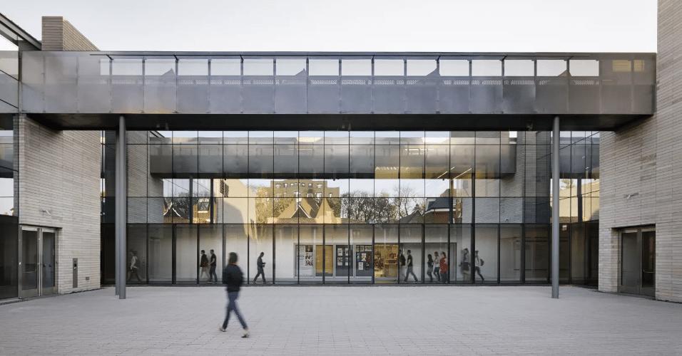 20.jan.2017 - Propriedade da Universidade de Chicago, o Reva and David Logan Center of Fine Arts abriga os cursos de artes visuais, cinema, música e teatro da instituição