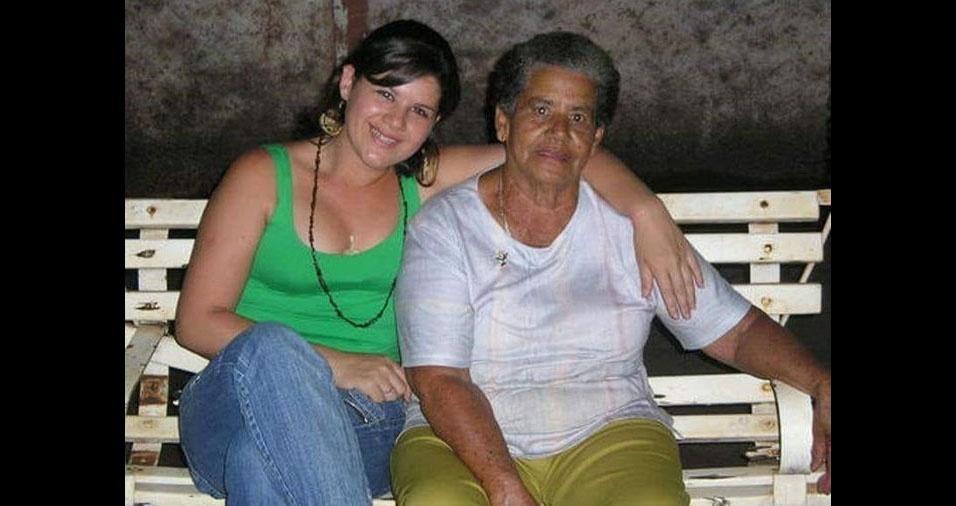 Jéssica Paula de Souza, de Pontal (SP), com a vovó Conceição das Dores de Oliveira