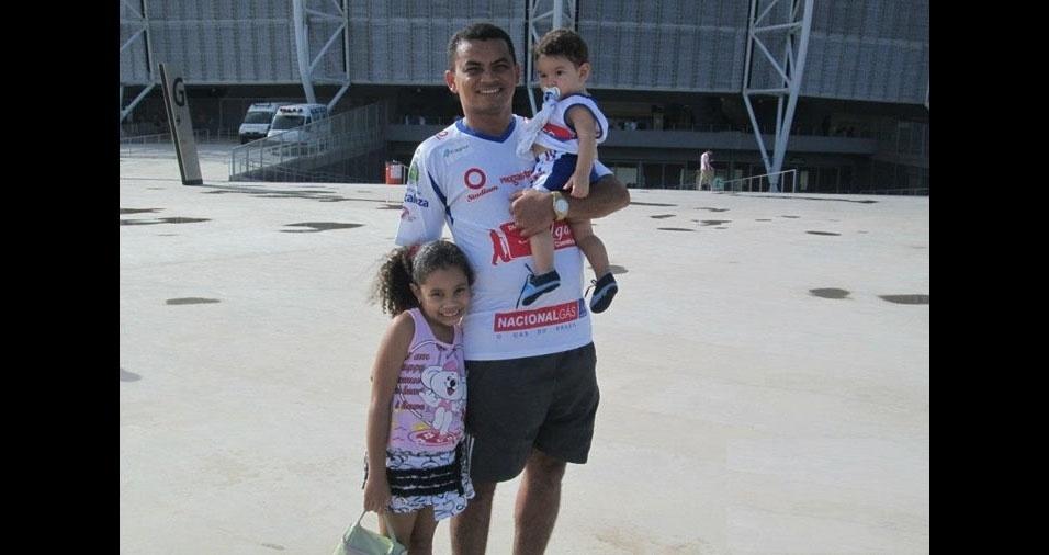 Kartegeane Fernandes Morais com os filhos Paulo Henrique e Yasmin