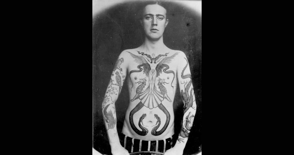 31.mai.2017 - Sutherland também é reconhecido como o primeiro tatuador a usar o verde e o azul em seu trabalho. Ele foi responsável pela criação de tatuagens incríveis, capazes de impressionar até hoje