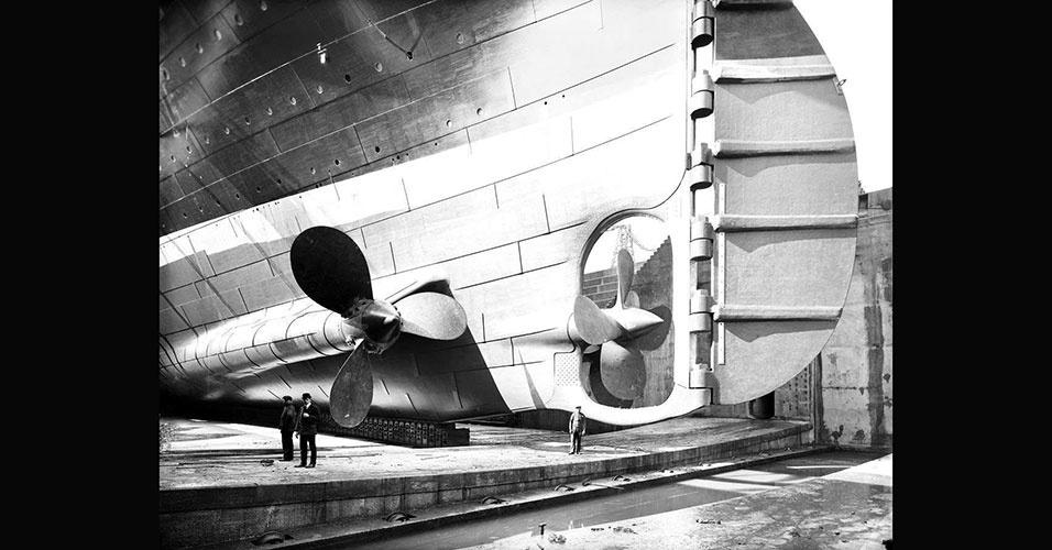 Imagem do sistema de hélices do Titanic. Estima-se que o leme do navio tinha uma altura equivalente a 7 andares