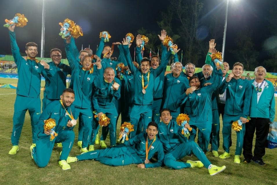 16.set.2016 - A seleção brasileira de futebol de 7 foi bronze ao derrotar por 3 a 1 a equipe da Holanda, em partida realizada no estádio de Deodoro