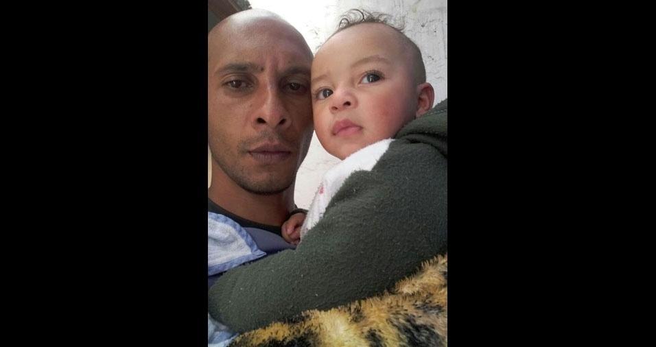 Fernando José com o filho Anthony Jordan, de Mauá (SP)