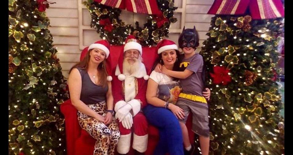 Cintia Regina Nardo Andreassa, de Ribeirão Claro (PR), enviou sua foto com o filho João Luccas, de nove anos, e a tia Helena, em Curitiba (PR)