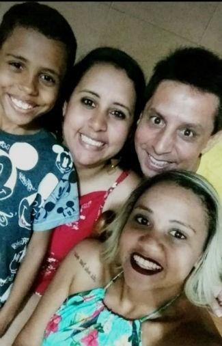 Nayana Paulino Gripp Barbosa, com os irmãos Rayssa Cristina e Andrey Rodrigues, em foto com o papai Luis Alberto Gripp Barbosa, de Volta Redonda (RJ)