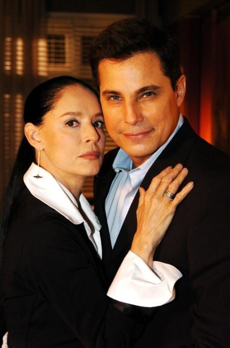 """2009 - Sonia Braga e Edson Celulari como personagens de """"Viver a Vida"""", novela da Globo"""