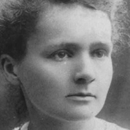 Marie Curie (1867-1934) - A física e química polonesa ficou conhecida por suas contribuições sobre radioatividade. Em 1903, ganhou o Prêmio Nobel de Física, e, em 1911, o Prêmio Nobel de Química. As premiações fizeram da cientista a primeira pessoa a conquistar o Nobel duas vezes e em duas áreas diferentes - Reprodução/upsocl