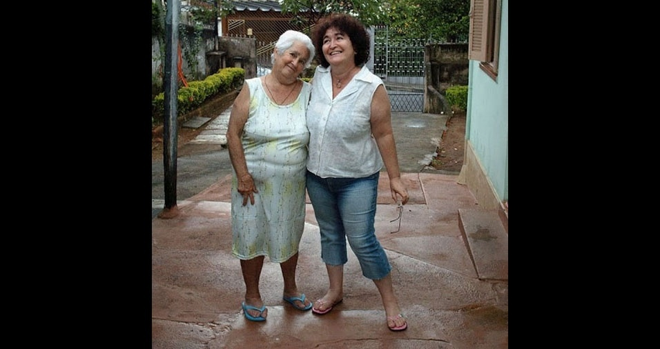 """Tina enviou a foto com a mãe Cecília e conta: """"Minha heroína, há um ano ela se foi. Sinto muita saudade!"""""""