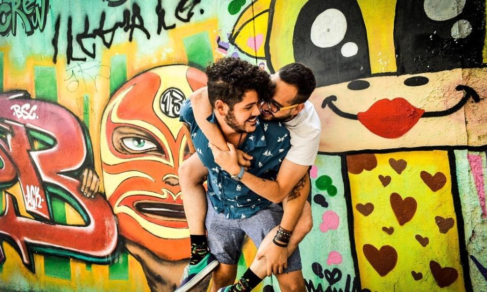 6.fev.2017 - Em clima de discussão a respeito das decisões do prefeito João Doria (PSDB), projetos como o Cidade Livre resolveram mostrar a beleza da arte de rua junto a demonstrações de afeto do povo paulistano