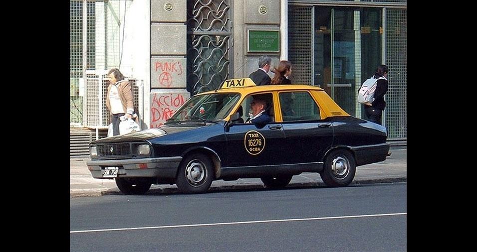 5. Táxi preto com o teto amarelo, da Argentina