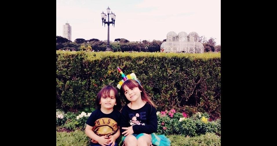 Tatiane Cristine Ayres Munhoz Rolle de Souza é a mamãe da dupla Paola, seis anos, e Enzo, dois anos. A família mora em Curitiba (PR)