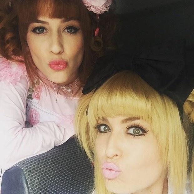 18.jun.2015 - Em foto publicada no Instagram, Angélica e Sophia Abrahão aparecem fantasiadas de bonecas