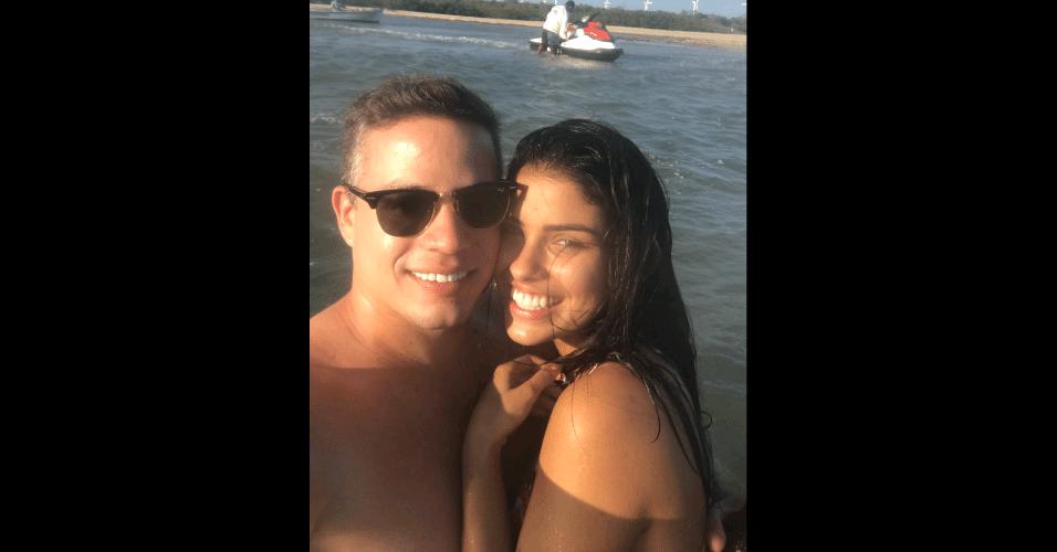 31.out.2016 - Ao lado do namorado, o empresário Anderson Felício, Munik Nunes aparece em selfie
