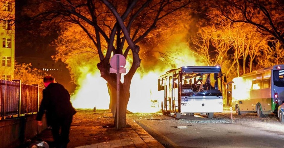 6. Ancara, Turquia. Em 17 de fevereiro, um carro-bomba explodiu perto de instalações militares turcas, causando a morte de 28 pessoas e deixando 61 feridos. O ataque foi atribuído a militantes curdos, mas nenhum grupo assumiu a autoria