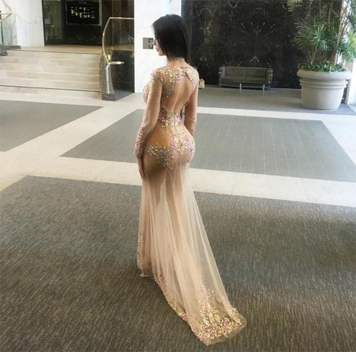 15.mai.2017 - Jennifer Pamplona quer ficar com o bumbum parecido com o da socialite Kim Kardashian