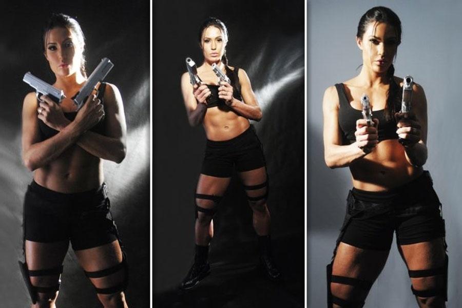 """18.mai.2011 - Gracyanne Barbosa faz um ensaio fotográfico durante sua participação no quadro """"A Patroa é um Avião"""" do programa """"Superpop"""". A dançarina, namorada do cantor Belo na época, encarnou a personagem Lara Croft, heroína vivida por Angelina Jolie nos cinemas"""