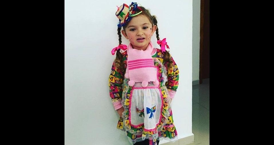 Mamãe Patrícia Ribeiro enviou a foto da filha Mônica, de quatro anos, de Canoinhas (SC)